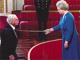 В феврале 2000 года Ридли произведен в рыцари Королевой Елизаветой II
